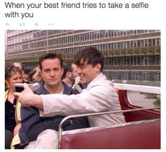 they went to London and took selfies together. When they went to London and took selfies together. Friends Tv Show, Tv: Friends, Friends 1994, Serie Friends, Friends Moments, Chandler Friends, Funny Friends, Friends Scenes, Chandler Bing