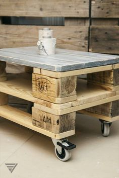 DIY- Make Sofas, Benches And Chairs From Wooden Pallet – 1001 Motiveideas Pallet Garden Furniture, Wood Furniture, Recycled Pallets, Wooden Pallets, Black And White Furniture, Palette Furniture, Outdoor Pallet Projects, Palette Diy, Simple Sofa