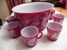VINTAGE ANCHOR HOCKING CHRISTMAS HOLLY BERRY PUNCH BOWL & 9 CUPS