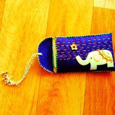 手作りiPhone5ケース。象の刺繍。Hand made elephant iPhone case.