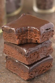 Healthy No Bake BREAKFAST Brownies- Loaded with chocolate and super fudgy, these wholesome brownies have NO butter, NO oil, NO grains and . Dessert Sans Gluten, Paleo Dessert, Gluten Free Desserts, Vegan Desserts, Dessert Recipes, Healthy Sweets, Healthy Baking, Paleo Recipes, Cooking Recipes