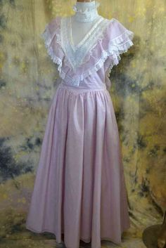 Gunne Sax by Jessica. Edwardian Fashion, Vintage Fashion, Semi Formal Wear, Victoria Reign, Gunne Sax, Mom Dress, Clothing Labels, Beautiful Dresses, Cool Outfits