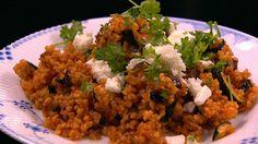 Bulgur med urter og feta  er en lækker dansk opskrift fra Go' morgen Danmark, se flere grøntsagsretter på mad.tv2.dk