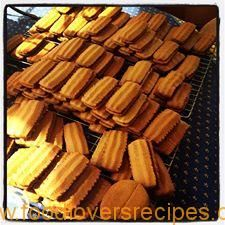 You searched for Koffiekoekies - Food Lovers Recipes Condensed Milk Biscuits, Coffee Biscuits, Yummy Cookies, Tarts, Almond, Lovers, Baking, Cake, Desserts