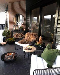 59 Cozy And Beautiful Winter Terrace Decor Ideas Terrace Outdoor Spaces, Outdoor Living, Outdoor Decor, Small Balcony Decor, Terrace Design, Terrace Ideas, Outside Patio, Christmas Table Settings, Winter Garden