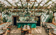 Pink Mama restaurant in Paris is something straight out of a fairy tale! Das Pink Mama Restaurant in Paris ist wie im Märchen!