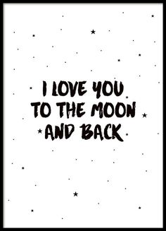 """Kinderposter mit kleinen Sternen und dem Text """"I love you to the moon and back"""". Das Poster ist in Schwarz-Weiß gehalten, mit kleinen schwarzen Sternen vor einem weißen Hintergrund. Ein bezauberndes Kinderposter für das Kinderzimmer, das gut zu unseren anderen Kinderpostern passt. www.desenio.de"""