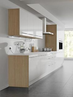 Four Seasons kitchen cabinets - mix and match options. Aspen white gloss door with modern oak kitchen cabinet.