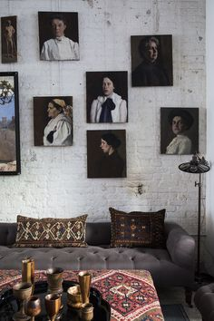 Wall gallery vintage portraits