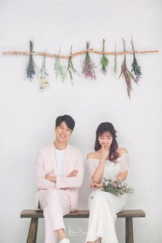 Examine this essential picture as well as browse through the offered ideas on Wedding Outdoor wedding photos Pre Wedding Poses, Pre Wedding Photoshoot, Wedding Shoot, Wedding Couples, Korean Couple Photoshoot, Korean Wedding Photography, Bridal Photography, Wedding Venue Inspiration, Wedding Ideas