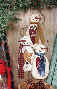 Homemade Christmas Gift - Make with felt with family members as the snowmen - LET IT SNOW SNOWMEN
