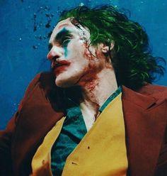 Give this Man all the Oscars and Awards he deserves them after his unbelievable acting in Joker //. Joker Batman, Joker Comic, Gotham Batman, Batman Art, Batman Robin, Comic Art, Joaquin Phoenix, Joker Phoenix, Joker Kunst