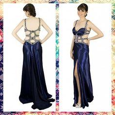 Luxo! Modelo azul Jovani Fashion! Alugue ou compre pelo site www.blacksuitdress.com.br #vestidodefesta #formatura #formanda #madrinha #casamento #madrinhadecasamento #top #luxo #jovani #vestidojovani #jivanifashion #importado #vestidoimportado #casamento #lookfesta #modafesta #vestidos