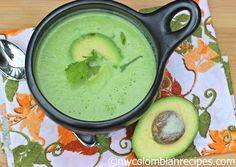 The recipe I am sharing with you today is a delicious Colombian soup called Crema de Aguacate (Colombian Creamy Avocado Soup). A mix of avocados, cream, cumin Mexican Food Recipes, Soup Recipes, New Recipes, Vegan Recipes, Favorite Recipes, Ethnic Recipes, Avocado Soup, Ripe Avocado, Avocado Dishes