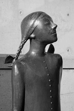 Scheveningen (The Netherlands) - Museum Beelden aan Zee - Wicht (by Oswald Wenckebach) by Bjorn Roose