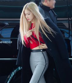 190207 Blackpink Rose – Incheon Airport The clothing culture is quite old. Perhaps the oldest and uninterrupted cultural behavior of … Kpop Girl Groups, Korean Girl Groups, Kpop Girls, Divas, Kim Jennie, Foto Rose, Quinceanera, Youtuber, 1 Rose