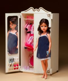 Always wanted a brunette Sindy. Vintage Barbie, Vintage Dolls, Retro Toys, 1980s Toys, Sindy Doll, Doll Wardrobe, Childhood Days, 80s Kids, New Dolls