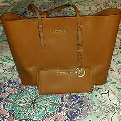 MATCHING SET luggage color mk PERFECT condition mk set, i have literally used the bag once...wallet is never used!  I have way too many bags!    Bag retail $298 Wallet retail $138 Total retail $436+tax Michael Kors Bags