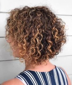 Inspirational styles of naturally short curly haircuts and hairstyles for ladies of every age group. If you have natural curls then you must go for this unique short natural bob look in Bob Hairstyles For Thick, Short Curly Haircuts, Curly Hair Cuts, Curly Hair Styles, Bob Haircuts, Hairstyles 2018, Bob Haircut For Round Face, Blonde Bob Haircut, Stacked Bobs