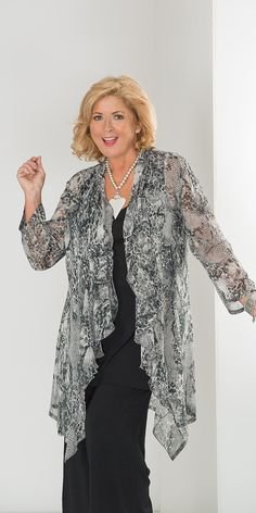 Look fabulous this season with our plus size clothing for ladies, sizes We've everything from fashionable tops and trousers, to summery dresses. Mature Fashion, Fashion Over 50, Look Fashion, Plus Size Fashion, Womens Fashion, Waterfall Jacket, Groom Dress, Plus Size Women, Dress Patterns