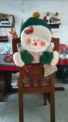 . Christmas Room, Christmas Items, Best Christmas Gifts, Holiday Crafts, Christmas Chair Covers, Felt Doll Patterns, Beaded Christmas Ornaments, Snowman Crafts, Christmas Table Decorations