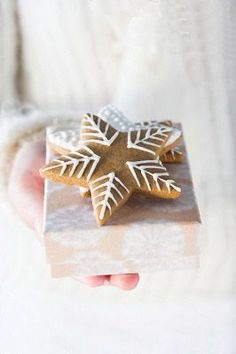 Image about Cookies shared by frannieredman on We Heart It Christmas Gingerbread, Noel Christmas, Christmas Goodies, Christmas Treats, Winter Christmas, Gingerbread Cookies, Christmas Decorations, Xmas, Simple Christmas