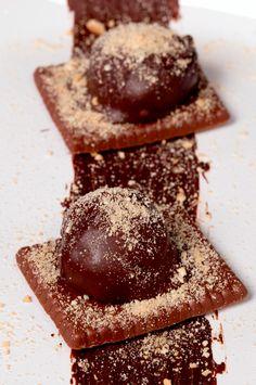 Este Brigadeiro de Torta Holandesa é o doce ideal para sua tarde! Experimente!