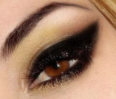 Black Cat Eye with Gold Eyeshadow http://annagoesshopping.com/makeup