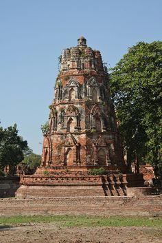 The Ayutthaya historical park Historic Architecture, Architecture Photo, Amazing Places, Beautiful Places, Desert Places, Archaeological Site, Burmese, Bhutan, Phuket