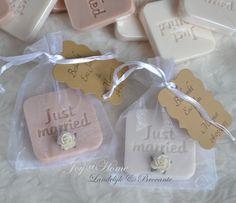 Trouwbedankje. Zakje, zeep label just married, roosje & label in vele kleurtjes