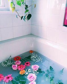 Flower tub //  #flowers #colorful #love #energy #beauty #art #contemporaryart #beauty #girl #style #fun #vscocam #dream #water
