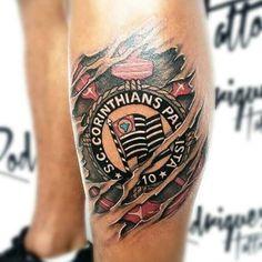 Tatuagem do Corinthians. Tatuagem de time de futebol é uma das preferidas dos homens. Veja mais dicas para ajudar a escolher sua tatuagem no blog Marco da Moda