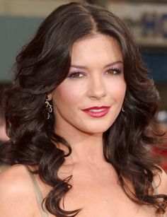 Catherine Zeta-Jones with long curled locks framing her round face Long Curly Haircuts, Round Face Haircuts, Hairstyles For Round Faces, Layered Haircuts, Funky Hairstyles, Formal Hairstyles, Latest Hairstyles, Hairstyles Haircuts, Wedding Hairstyles