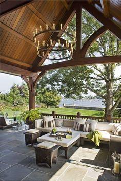 BjerkeStrandTorp: Terrasse med overbygg