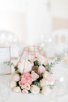 Wedding centerpieces. Romantic and geometric inspiration by Fleurs de Céléno www.fleursdeceleno.com. Photo: Jérôme Tarakci - Le temps d'un pas sage.