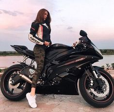 Girl on Yamaha Motorcycle R6 Motorcycle, Motorbike Girl, Racing Motorcycles, Motorcycles For Women, Women Motorcycle, Moto Motocross, Kawasaki Motorcycles, Motorcycle Outfit, Harley Race