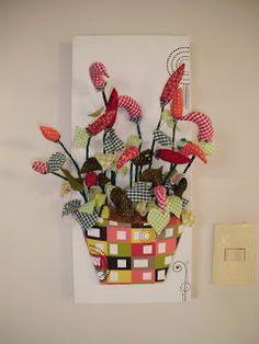 Tela com Vasos em papel e Flores em tecidos