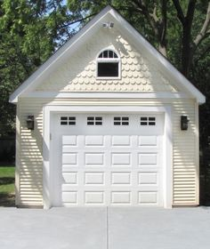 A garage workbench is an essential tool in any home workshop. A workbench will permit you to total tasks easily and with greater precision. Cedar Shake Siding, Shingle Siding, House Siding, Exterior Siding, Style At Home, Gable Trim, Basement Construction, Garage Floor Paint, Garage Remodel