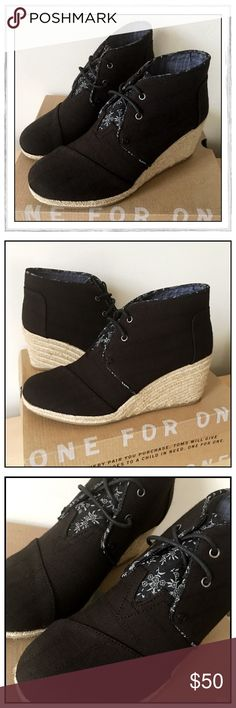 """✨TOMS Black Linen-Textured Desert Wedge Boots✨ ✨Adorable TOMS Black Linen Textured Desert Wedges✨Linen Uppers With Lace-Up Closure And Contrast Print Tongue✨Cushioned Footbed With 2-3/4"""" Rope Wedge✨Rubber Bottom Outsoles✨NEW With Original Box✨ TOMS Shoes Lace Up Boots"""