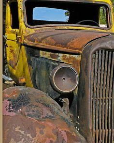 rat rod trucks and cars Vintage Pickup Trucks, Old Pickup, Vintage Cars, Rust Never Sleeps, Automobile, Pompe A Essence, Rust In Peace, Rusty Cars, Abandoned Cars