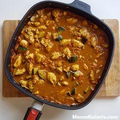 Kurczak po indyjsku to smaczne, zdrowe i proste w przygotowaniu danie. Danie jest aromatyczne, pożywne, a na talerzu cieszy oko. Polecam! Curry, Food And Drink, Lunch, Meals, Cooking, Healthy, Ethnic Recipes, Diet, Unicorn