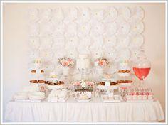 Una preciosa mesa para una fiesta Primera Comunión - blanca y delicada, con acentos de color! / A lovely table for a First Communion party! White and delicate, with accents of colour...