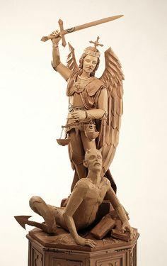 Chris Gilmours 'St. Michael'.  Van 7 juni tot en met 25 oktober bewonder je dit epische stuk in CODA Museum tijdens #CODAPaperArt. Foto: Paolo Comuzzi. www.coda-apeldoorn.nl/paperart