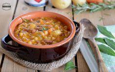 Pasta e fagioli con patate è il classico piatto caldo e fumante da gustare nelle giornate fredde, un vero scaldacuore, cremoso e saporito!