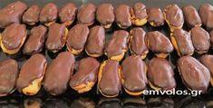 Εκλεράκια-με-κρέμα-μαύρης-σοκολάτας Hot Dogs, Sweets, Chocolate, Ethnic Recipes, Food, Nice, Gummi Candy, Candy, Essen