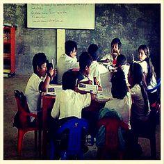 Profesores y licenciados en magisterio ¿Qué os parece la opción de Ecuador? http://www.elcomercio.es/rc/20130723/mas-actualidad/sociedad/ecuador-profesores-trabajo-201307231013.html