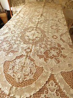 ELABORATE-BEAUTIFUL-Antique-Point-Venise-NEEDLE-LACE-Tablecloth-70x104-UNUSED