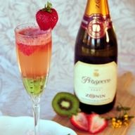 pretty and delish.....this looks like the yummiest champagne drink I have ever seen!