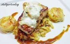stuttgartcooking: Kalbsrücken-Steak vom Tiroler Kaiserkalb mit Gewürz-Birne und Gorgonzola überbacken auf karamellisierten Spitzkraut an Kar...
