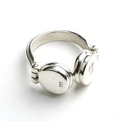 Headphone ring by Darkcloud Silver: For your DJ girlfriends This is the most perfect ring for me :D Music Jewelry, Geek Jewelry, Jewelry Art, Jewelry Rings, Jewelery, Jewelry Accessories, Jewelry Design, Fashion Jewelry, Unique Rings